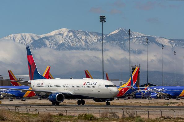 2 Delta Passengers Slip Out of Plane  via Emergency Slide